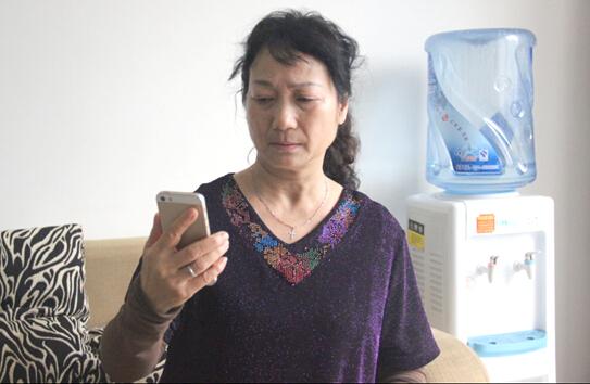 """长沙大妈豪掷20万充话费 """"中国大妈""""再登网民热议榜"""